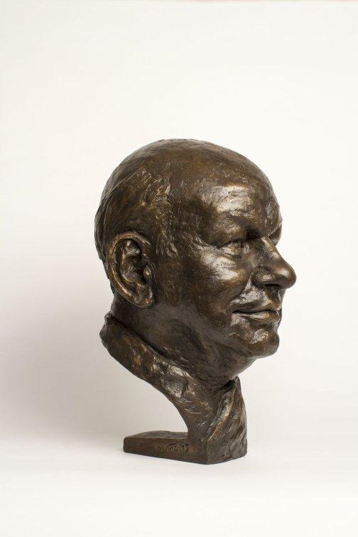 Bildhauerische Arbeiten: Büste Herr Walter Momper